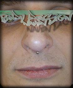 Piercing in der lippenmitte